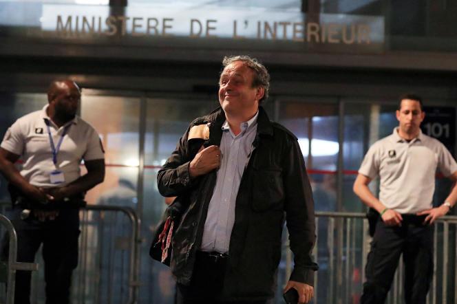 Michel Platini, l'ancien président de l'UEFA, quitte les locaux de la police judiciaire, le 19 juin.