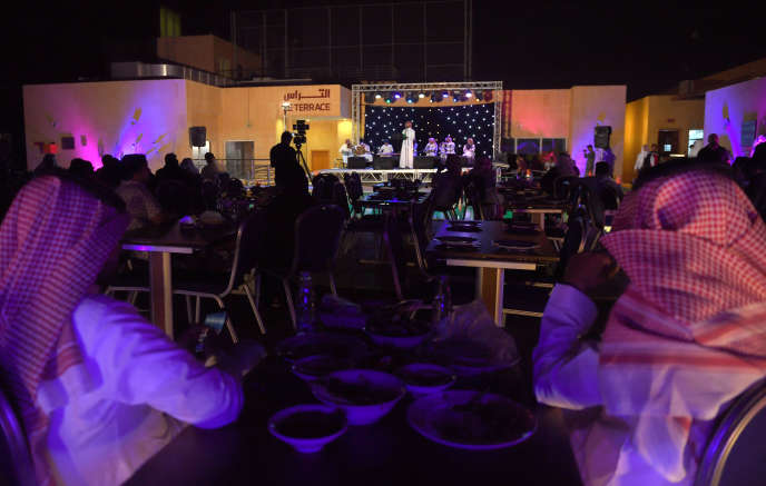 Dans un restaurant de Djedda (Arabie saoudite), le 14 avril.