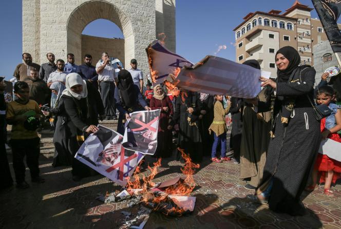 Manifestation dans la bande de Gaza, le 18 juin, pour protester contre le plan de paix mené par l'administration de Donald Trump.