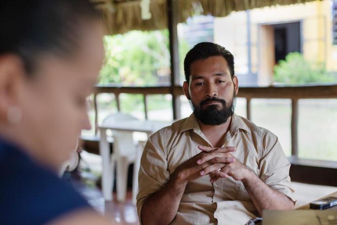 Carlos Ernesto Choc, 36 ans, risque vingt à trente ans de prison pour ses enquêtes sur la contamination du lac Izabal, à El Estor, petite ville maya kekchie au Guatemala. Le 28 mars 2019.