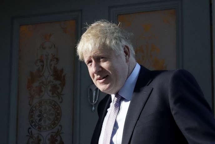 Boris Johnson, leader du Parti conservateur britannique, quitte son domicile londonien, le 20 juin.