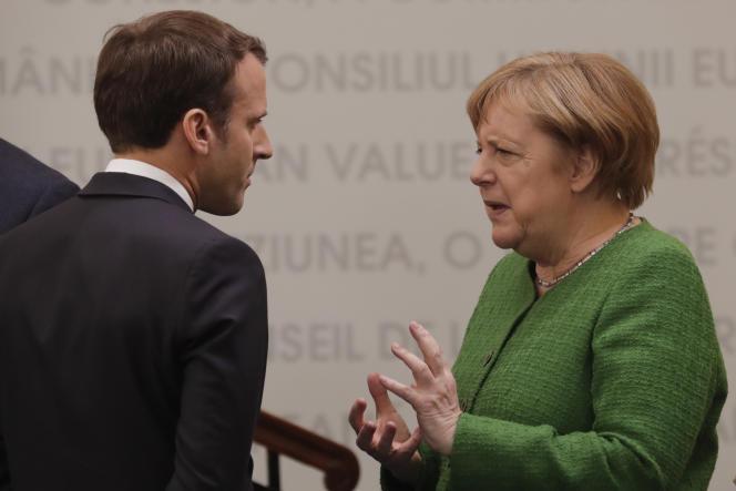 Le président français Emmanuel Macron et la chancelière allemande Angela Merkel lors d'un sommet informel des chefs d'Etat ou de gouvernement de l'Union européenne, à Sibiu (Romanie), le 9 mai.