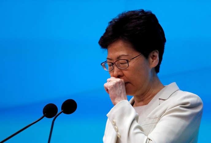 Carrie Lam, chef de l'exécutif hongkongais, lors d'une conférence de presse, le 18 juin, à Hongkong.