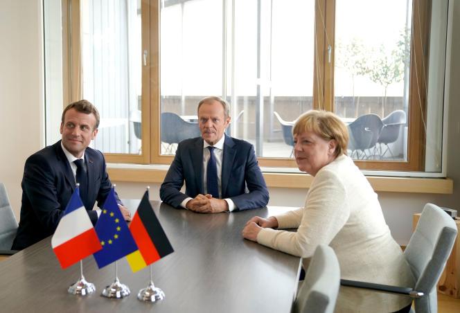 Le président français Emmanuel Macron, le président du Conseil européen Donald Tusk et la chancelière allemande Angela Merkel lors d'une réunion le 20 juin à Bruxelles.