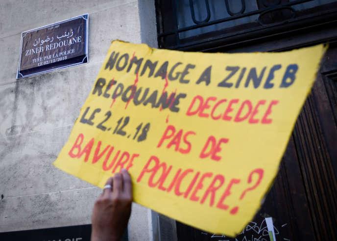 Manifestation après la mort de Zineb Redouane, une Algérienne de 80 ans blessée au visage par une grenade lacrymogène en marge d'une manifestation de gilets jaunes, le 1er décembre 2018, à Marseille.