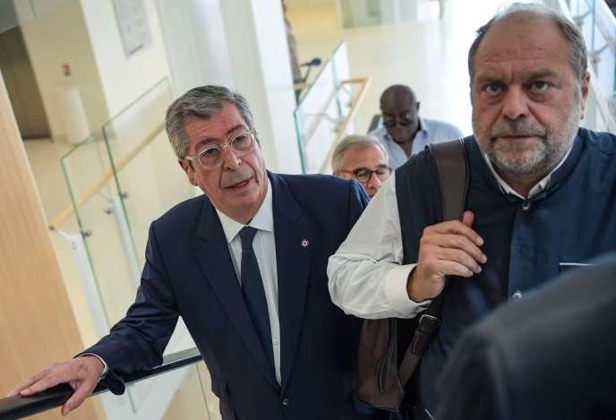 Patrick Balkany (à gauche) et son avocat Me Dupond-Moretti, au tribunal de grande instance de Paris, le 19 juin.