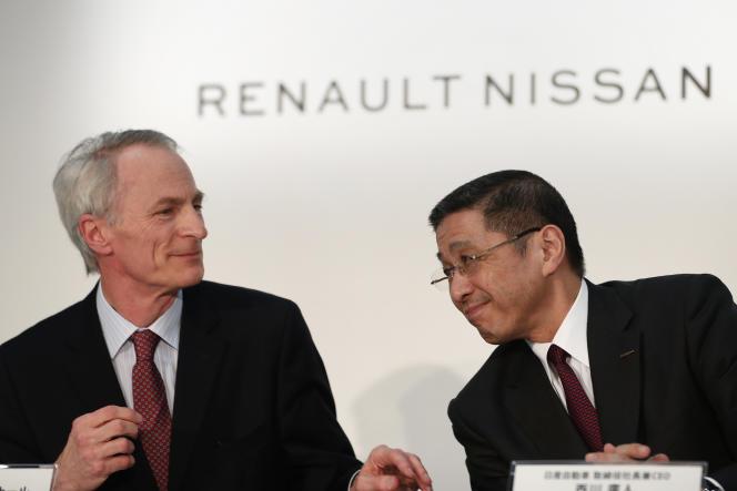 Jean-Dominique Senard, président de Renault-Nissan, etHiroto Saikawa, directeur général de Nissan, le 12 mars, lors d'une conférence de presse àYokohama, au Japon.