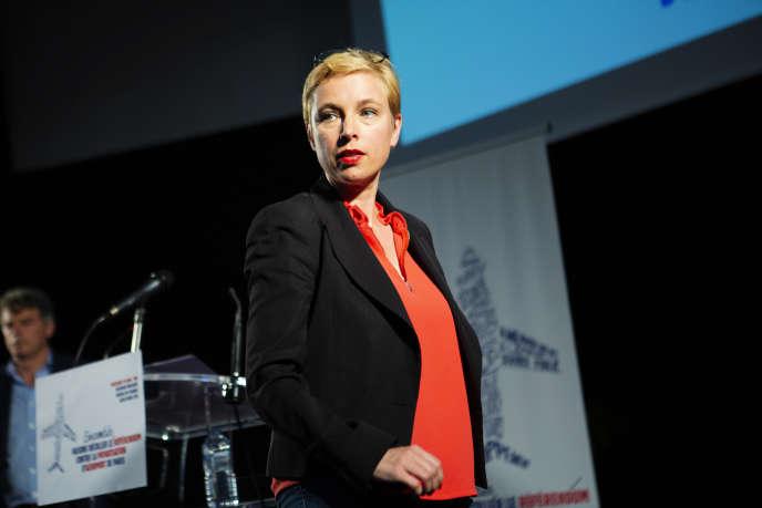 Clémentine Autain, lors d'une première initiative pour un référendum sur la privatisation d'ADP, à Saint-Denis, le 19 juin.