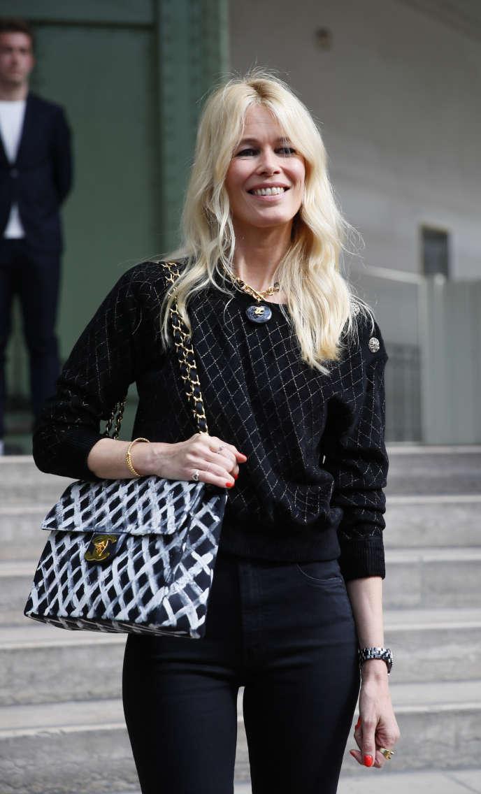 Claudia Schiffer, avant l'hommage à Karl Lagerfeld, à Paris, le 20 juin.