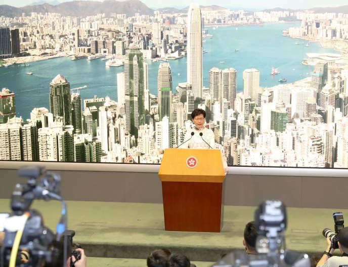 La chef de l'exécutif de Hongkong, Carrie Lam, annonce le 15juin, la suspension du projet de loi sur les extraditions vers la Chine.