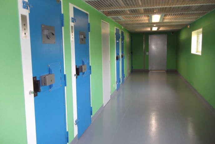 Dans l'unité pour détenus violents du centre de détention de Châteaudun (Eure-et-Loir), le 18 juin.