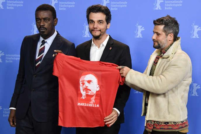 Seu Jorge (à gauche), Wagner Moura (au centre), et le réalisateur brésilien Bruno Gagliasso lors du Festival de Berlin, le 15 février 2019 pour le film «Marighella», du nom d'un militant brésilien du Parti communiste mort en 1969.