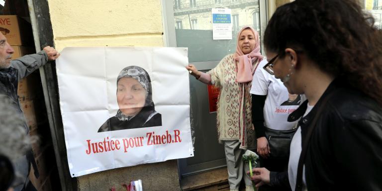 ©PHOTOPQR/LA PROVENCE/ROSSI David ; Marseille ; 02/03/2019 ; Marche en hommage à  Zineb Redouane , 80 ans , touchée par un plot de gaz lacrymogène lancé pendant la manifestation des gilets jaunes du 1er décembre 2018 alors qu'elle fermait les volets de son appartement situé au 4e étage d'un immeuble rue des Feuillants , quartier Noailles (1er) . Très gravement blessée au visage, elle succombait sur la table d'opération de l'hôpital de la Conception à la suite d'un choc opératoire.  Ici en présence de sa famille et ses amis (MaxPPP TagID: maxnewsworldfour757667.jpg) [Photo via MaxPPP]