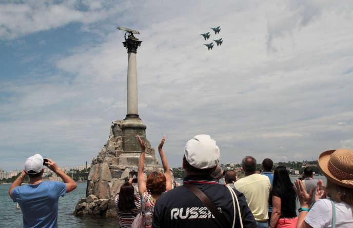 Démonstration de l'équipe de voltige de l'armée russe, en Crimée, le 8 juin 2019.