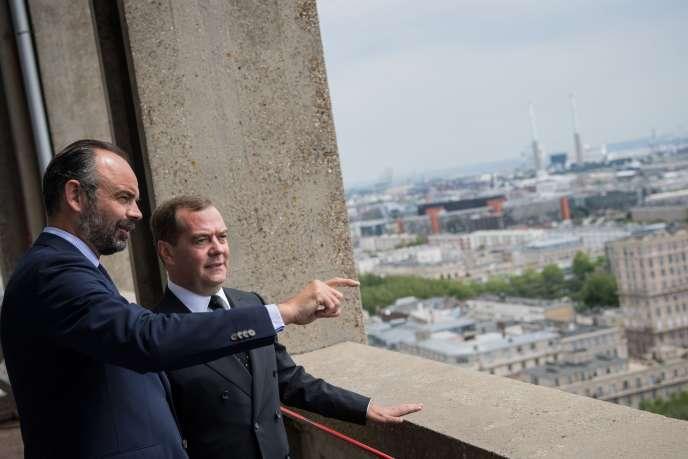 Dmitri Medvedev, premier ministre russe, et Edouard Philippe, premier ministre, au Havre (Seine-Maritime), le 24 juin.