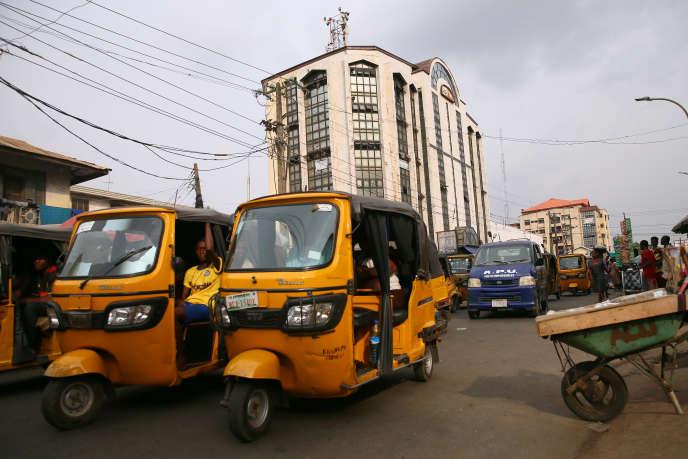 La ville d'Onitsha, au Nigeria, compte 1 million d'habitants selon les autorités locales, 8,5 millions selon la base de données Africapolis.