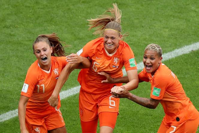Les Néerlandaises fêtent un but, le 20 juin à Reims.