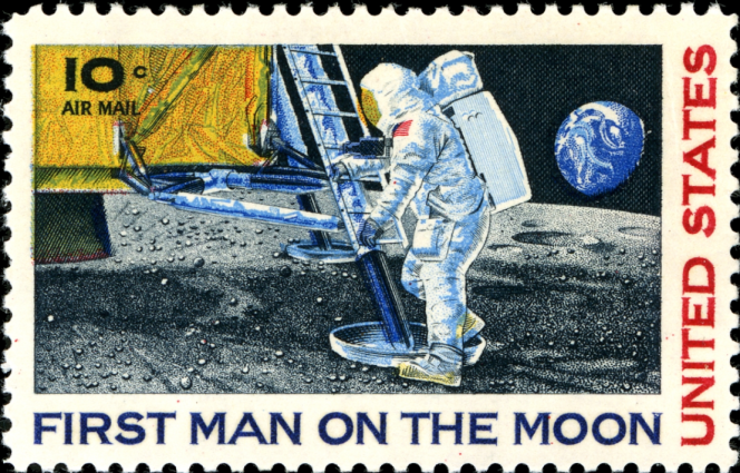 Premier timbre pour le premier pas de l'homme sur la Lune, paru en 1969, dessiné par Paul Calle.