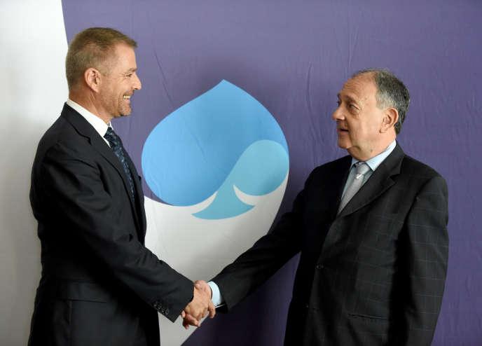 Dominique Cerutti, le PDG d'Altran (à gauche) et Paul Hermelin, le patron de Capgemini, lors d'une conférence de presse, à Paris, le 25 juin.