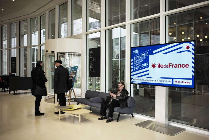 Dans le hall d'accueil du conseil régional d'Ile-de-France, à Saint-Ouen (Seine-Saint-Denis), en mars 2018.