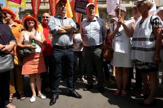 Laurent Berger, secrétaire général de la CFDT, et François Hommeril, président de la CFE-CGC, lors d'une manifestation contre la réforme de l'assurance-chômage, à Paris, le 25 juin.