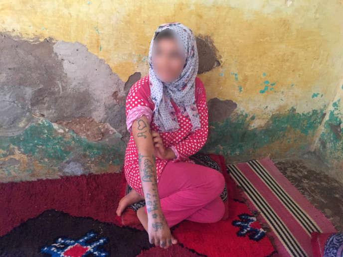 Agée de 17 ans au moment des faits, Khadija (ici le 21août 2018) a raconté avoir été kidnappée, séquestrée, violée et tatouée par une dizaine d'hommes àOulad Ayad, au Maroc.