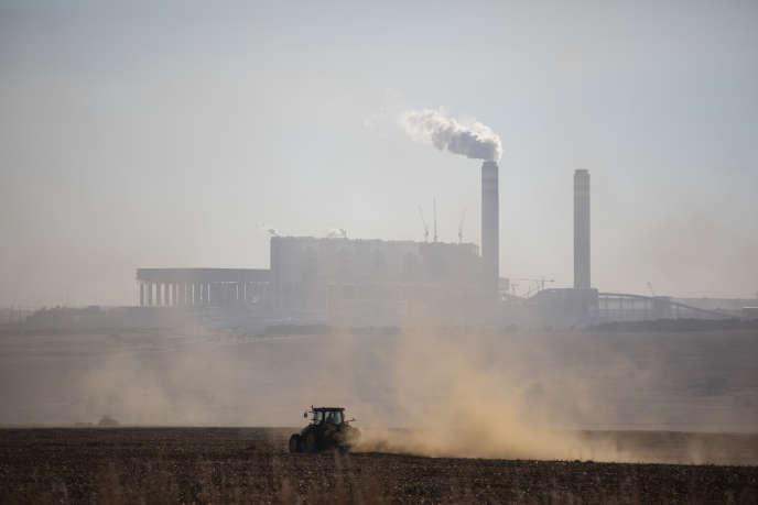 La centrale électrique au charbon de Kendal, située à Emalahleni, dans la région de la Highveld, en Afrique du Sud, en juin 2019.
