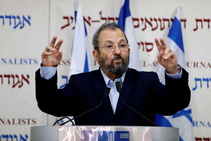 « Je te connais depuis cinquanteans… c'est la fin de la route pour toi », a déclaré M. Barak, s'adressant directement au premier ministre qu'il a commandé dans les années 1970 au sein d'une unité d'élite de l'armée.