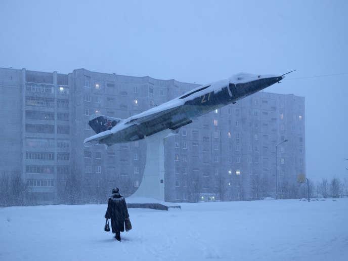 Une aire de jeu à Mourmansk, en Russie. Photographie extraite du livre « Kola », de Céline Clanet (Loco, 2018), sélectionné par HiP Histoires photographiques pour l'exposition « A livre ouvert », à Arles du 1er au 6 juillet.