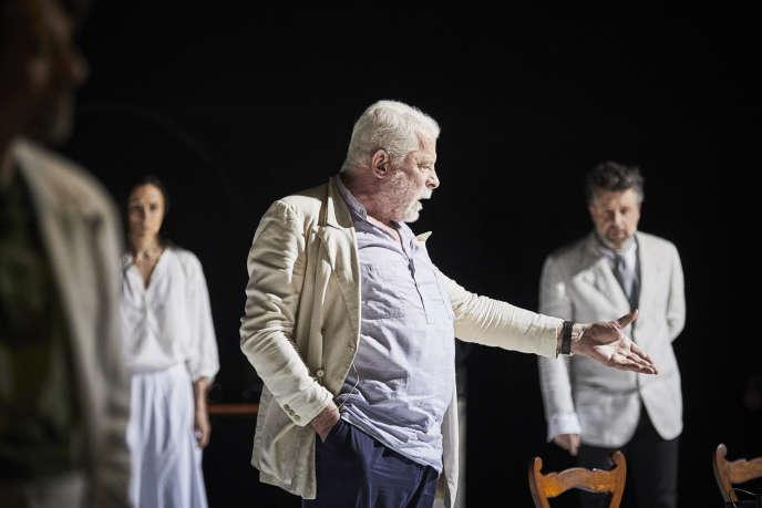 Jacques Weber, dans « Architecture », de et mis en scène par Pascal Rambert, dans la Cour d'honneur d'Avignon.