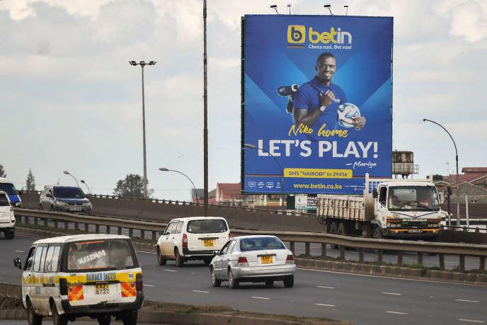 Une publicité pour Betin, le n° 2 des paris sportifs au Kenya, sur une autoroute de Nairobi, en novembre 2017.