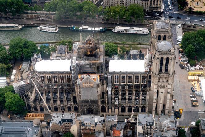 Notre-Dame de Paris en cours de réparation le 12 juin, après avoir été gravement endommagée par un énorme incendie le 15 avril.