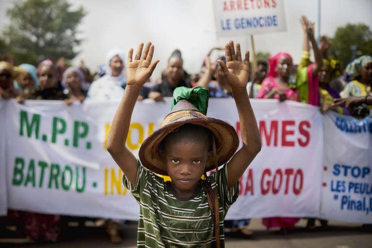 Manifestation de la communauté peule à Bamako, après le massacre de Koumaga, dans le centre du Mali, où 32civils ont été tués le 23juin 2018.