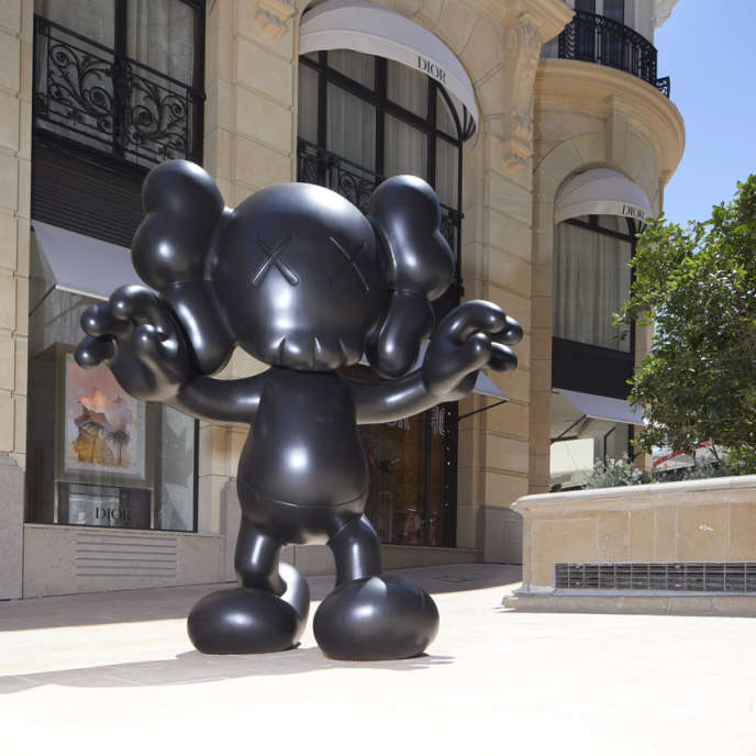 «Final Days» (2014), de Kaws, proposé à la vente lors des Monaco Sculptures, le 19 juillet 2019.