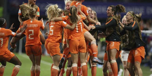 Les Néerlandaises fêtent le deuxième but de Lieke Martens dans les arrêts de jeu face au Japon qui envoie les Pays-Bas en quarts de finale, une septième nation européenne dans les huit meilleures de cette Coupe du monde féminine.