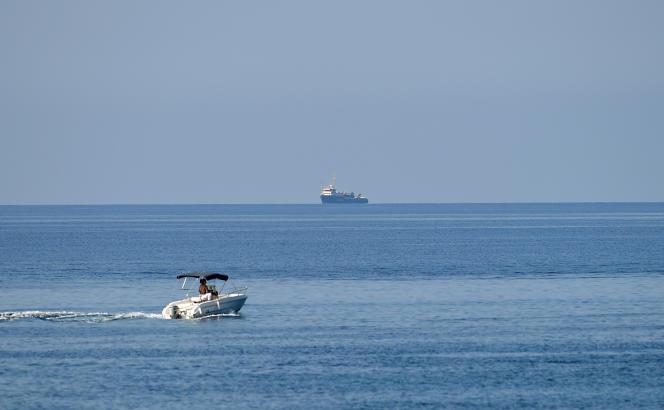 Le «Sea-Watch 3» attend à quelques milles de Lampedusa, le 27 juin.