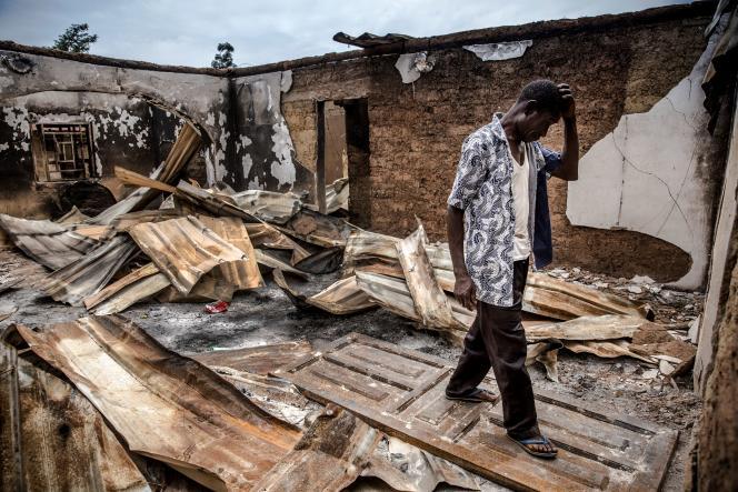 Après une attaque de Peuls dans le village d'Angwan Aku, dans l'Etat de Kaduna, au Nigeria, le 14 avril 2019.