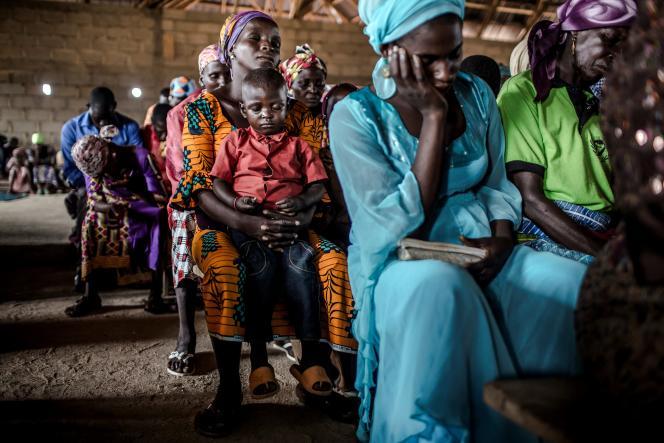Des membres de la communauté adara se recueillent lors d'une messe àKajuru, dans le centre du Nigeria, le 14avril 2019.