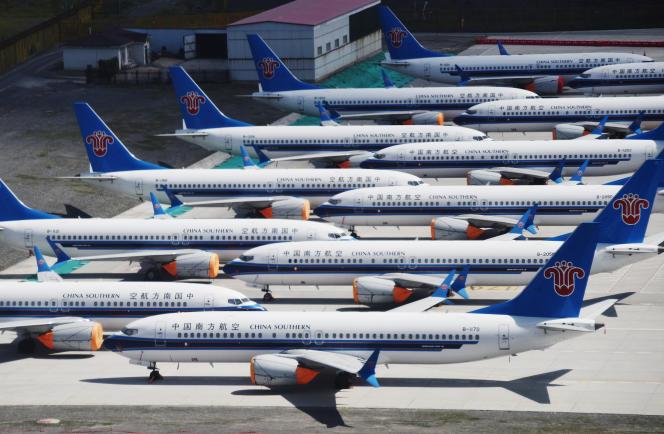 Des 737 Max de Boeing, de la compagnie China Southern Airlines, cloués au sol sur l'aéroport d'Urumqi, dans la province chinoise de Xinjiiang, le 5 juin.