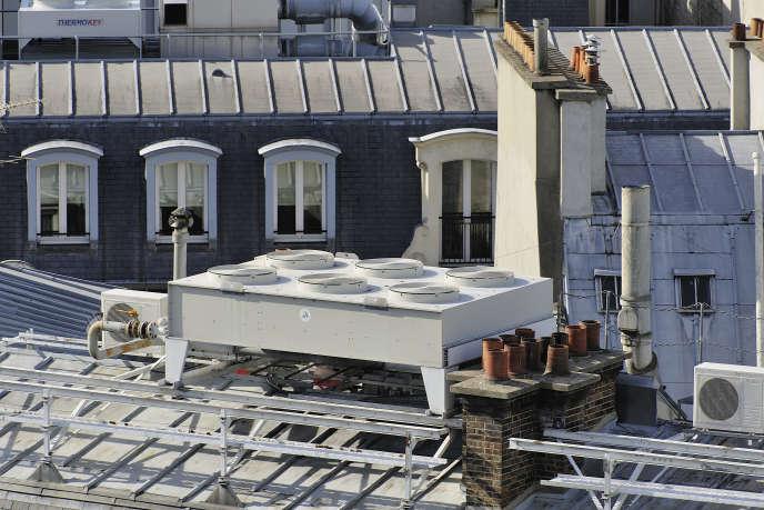 Certains copropriétaires installent leur climatisation sans l'autorisation de l'assemblée générale pourtant nécessaire.