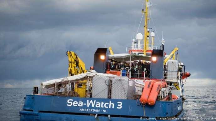 «Nous appelons le gouvernement italien à changer de politique et à laisser le Sea Watch 3 arriver à bon port, puis à continuer sa mission en sûreté»