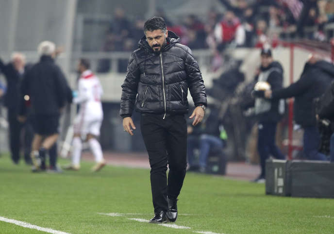L'entraîneur de l'AC Milan, Gennaro Gattuso, participe à un match de football du GroupeF enEuropa League opposant l'Olympiakos et l'AC Milan au stade Georgios Karaïskakis, dans le port du Pirée, près d'Athènes.