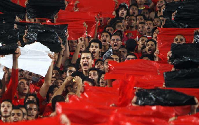 Des Ultras du club égyptien Al-Ahly, au Caire, en septembre 2011.