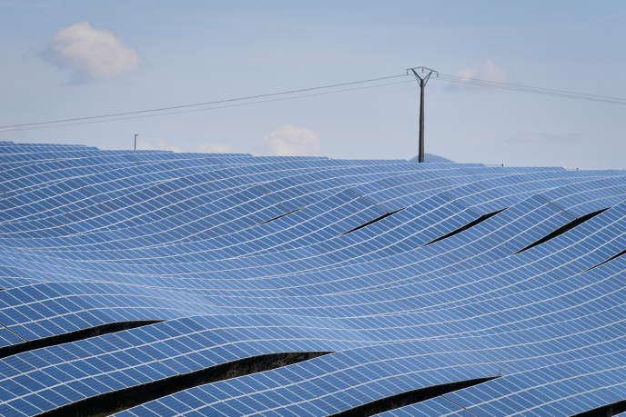 Le parc de centrales photovoltaïques de la Colle des Mées, en Provence-Alpes-Côte d'Azur, le 17 avril.