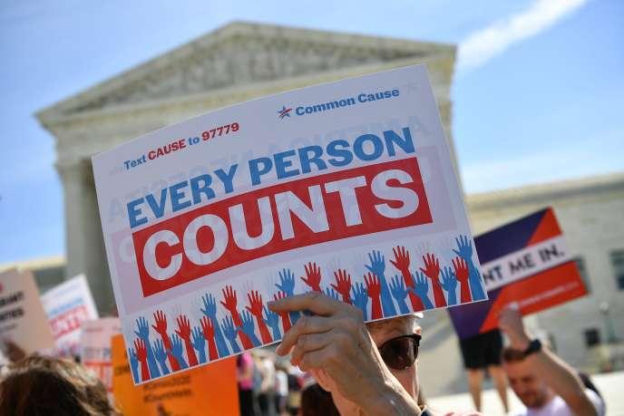Manifestation devant la Cour suprême contre l'introduction d'une question sur la nationalité dans le recensement de2020, le 23avril2019.