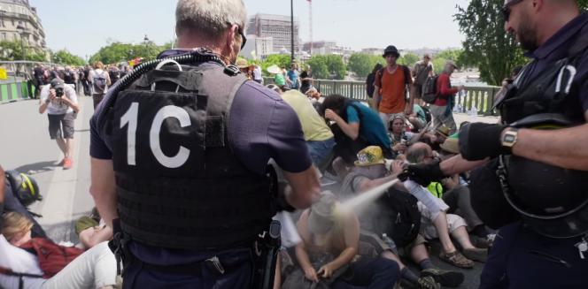 Capture écran d'une vidéo tournée par un journaliste sur place, Clément Lanot, et diffusée sur YouTube.