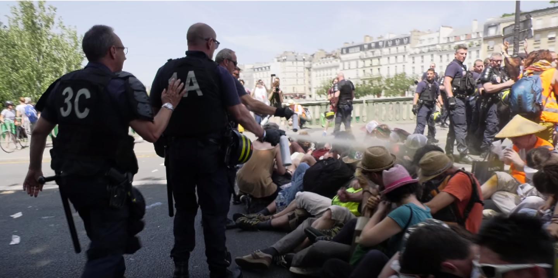 """Résultat de recherche d'images pour """"manifestations sur le pont de sully images"""""""
