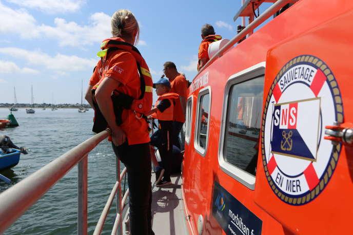 Une cérémonie d'hommage aux disparus en mer a été organisée à Lorient (Morbihan), le 20 juin.