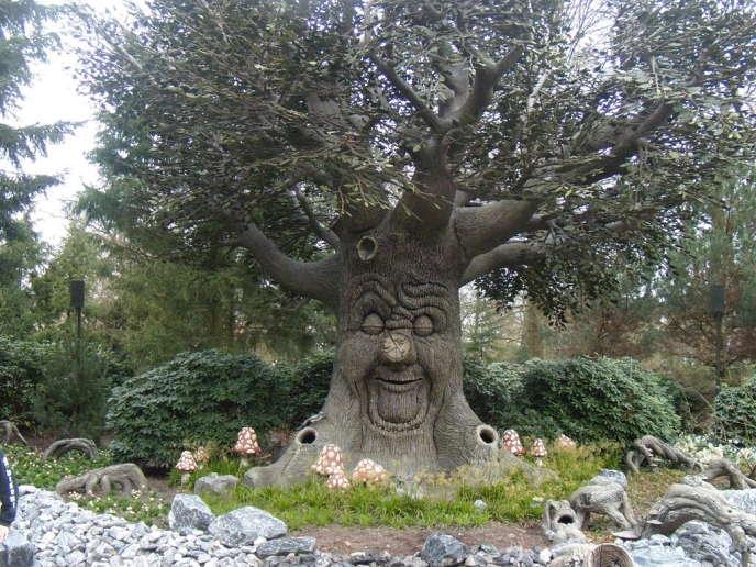 « Sprookjesboom », l'arbre des contes installé dans le parc d'attractions néerlandais Efteling.