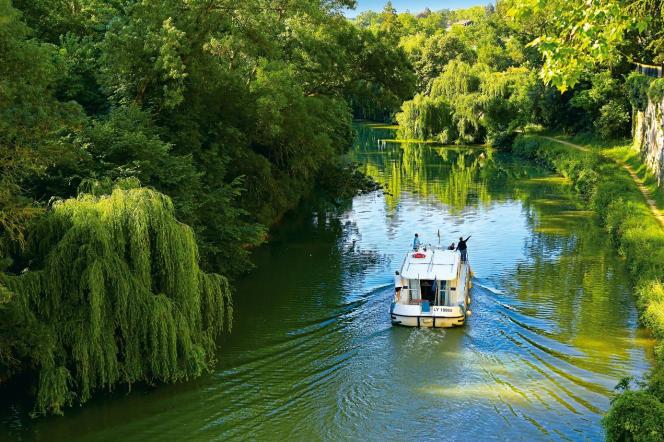 Sur le Canal de Garonne ou sur la rivière Baïse, le sud-ouest se découvre aussi en pénichette.